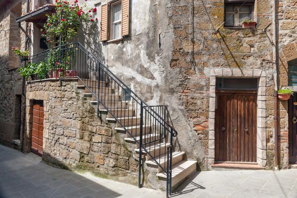 Olasz belső udvar öreg falu Toszkána Olaszország Stock fotó © master1305