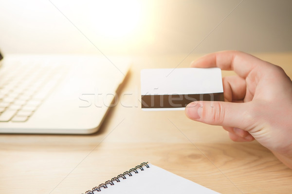Homem compras on-line cartão de crédito laptop dinheiro internet Foto stock © master1305