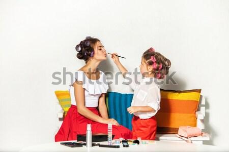 Küçük kız oturma anne bakıyor oynama Stok fotoğraf © master1305