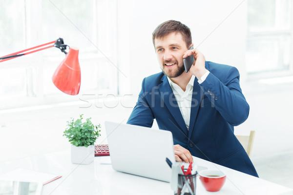 Сток-фото: портрет · бизнесмен · говорить · телефон · служба · мобильного · телефона