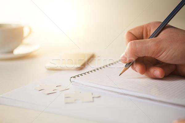 мужчины рук карандашом Кубок кофе ноутбук Сток-фото © master1305