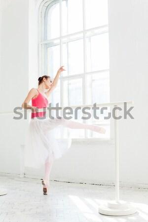 Foto stock: Jovem · moderno · bailarino · posando · branco · quarto