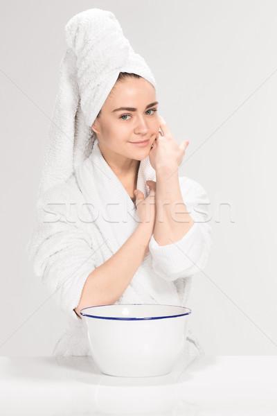 Stok fotoğraf: Kadın · temizlik · yüz · banyo · gri · el