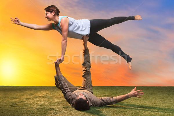 Dos personas yoga puesta de sol cielo mujeres feliz Foto stock © master1305