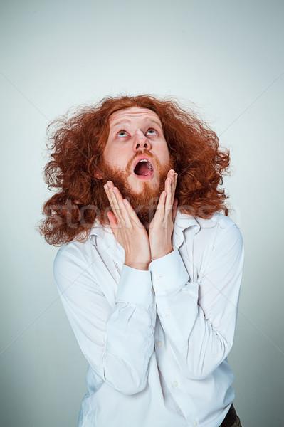 Porträt junger Mann schockiert Gesichtsausdruck lange Stock foto © master1305