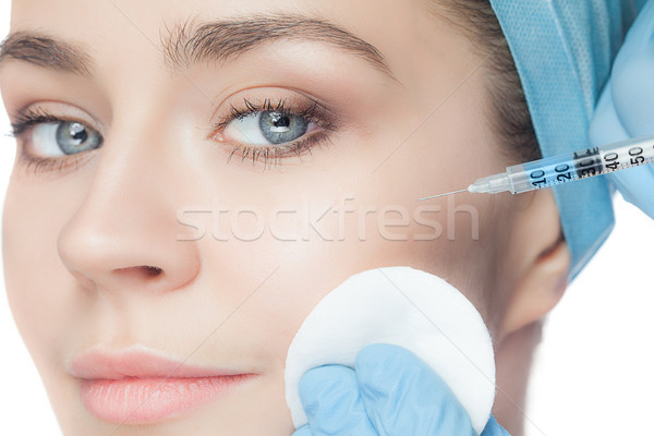 Mulher atraente cirurgia plástica seringa cara branco mão Foto stock © master1305