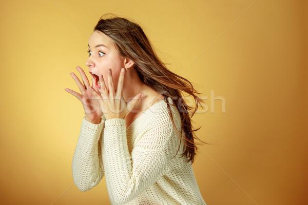 Portret młoda kobieta wyraz twarzy pomarańczowy studio Zdjęcia stock © master1305