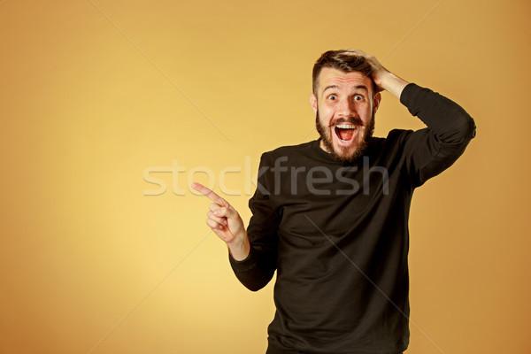 Portré fiatalember megrémült arckifejezés mutat narancs Stock fotó © master1305