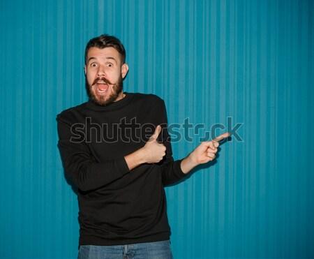 Portré fiatalember megrémült arckifejezés mutat helyes Stock fotó © master1305