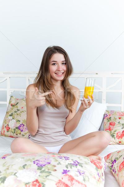 Ochtend ontbijt jonge mooi meisje bed home Stockfoto © master1305