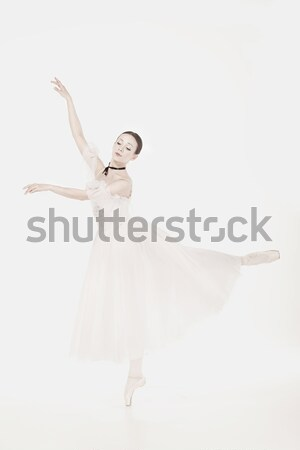Balerină rochie de culoare alba prezinta pantofi studio alb Imagine de stoc © master1305