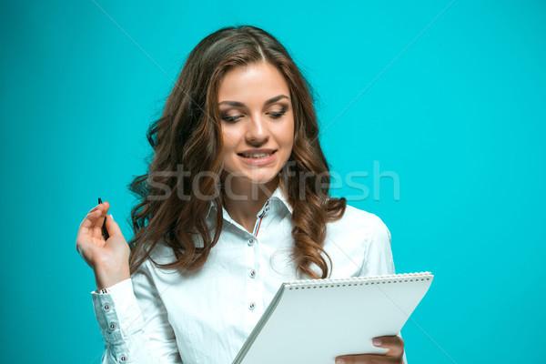 Сток-фото: удивленный · молодые · деловой · женщины · пер · таблетка · отмечает