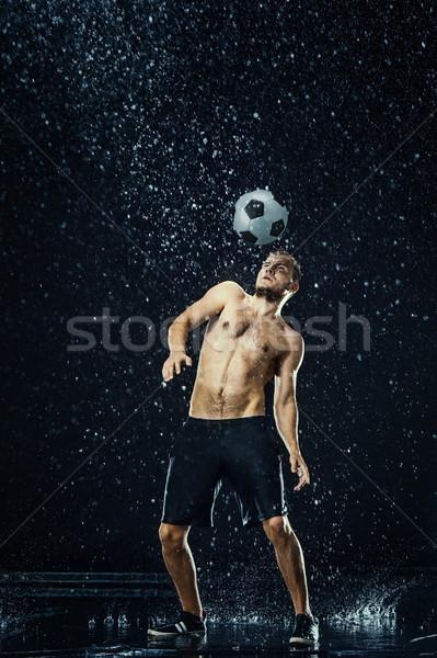 Gotas de agua alrededor futbolista negro agua hombre Foto stock © master1305
