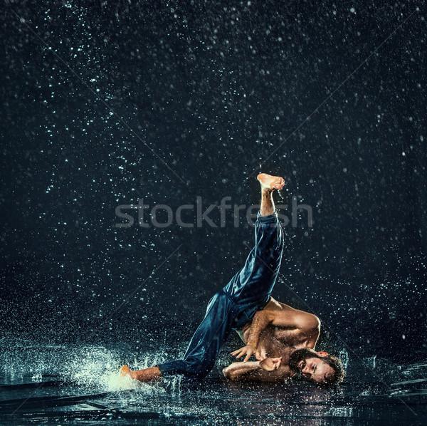 Сток-фото: мужчины · перерыва · танцовщицы · воды · темно · спорт