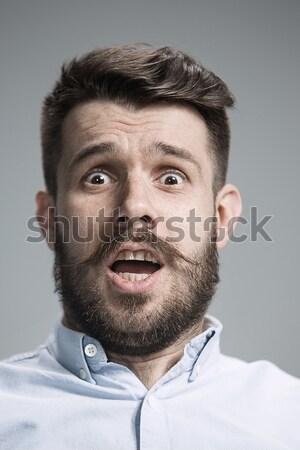 Moço olhando câmera jovem feliz homem Foto stock © master1305