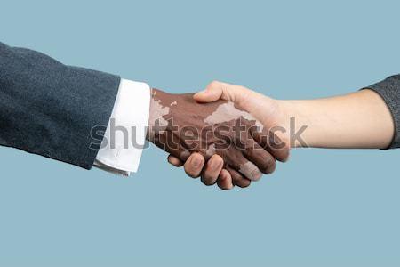 Blanc noir humaine mains modernes handshake montrent Photo stock © master1305