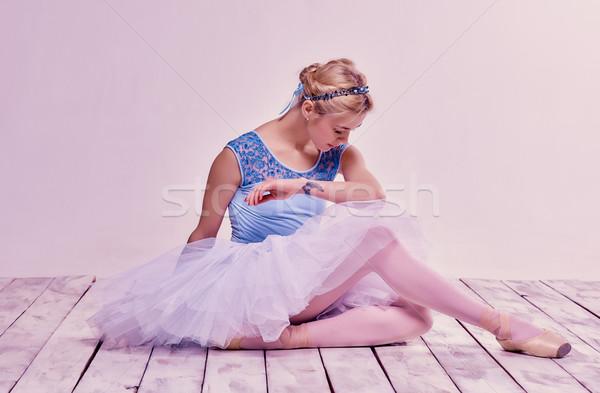 Cansado bailarín sesión rosa belleza Foto stock © master1305
