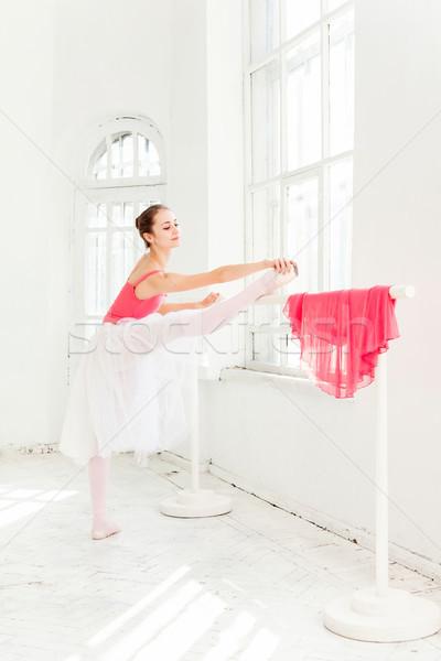 Stockfoto: Ballerina · poseren · schoenen · witte · houten · rode · jurk