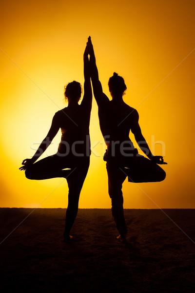 Dos personas yoga puesta de sol luz dos Foto stock © master1305