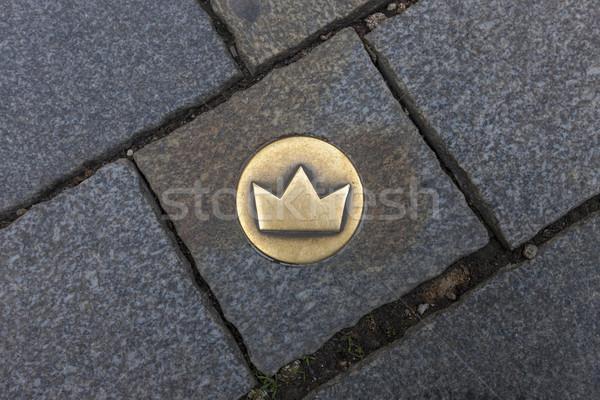 Pavaj pătrat Bratislava Slovacia aur coroană Imagine de stoc © master1305