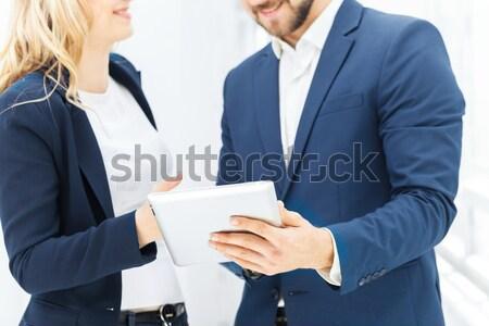 Erkek kadın ofis çalışanları gülen dizüstü bilgisayar iş Stok fotoğraf © master1305