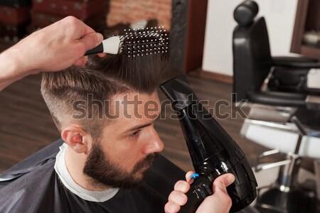 Kezek fiatal fodrász készít frizura vonzó Stock fotó © master1305