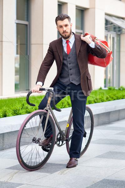Guapo empresario bicicleta chaqueta rojo bolsa Foto stock © master1305