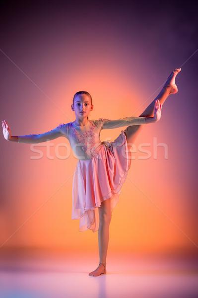 Teen nowoczesne baletnica kobiet pomarańczowy studio Zdjęcia stock © master1305
