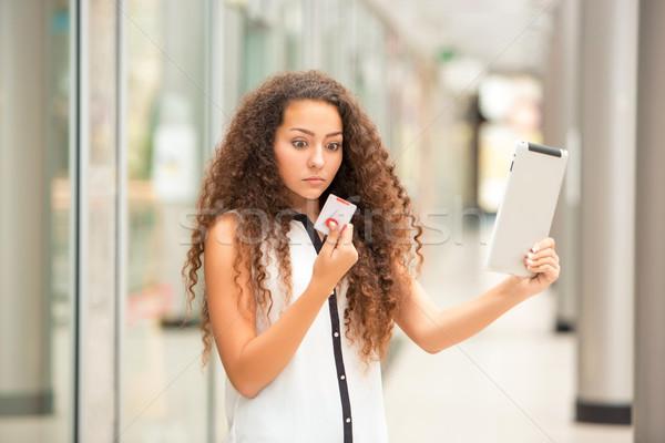 Stock fotó: Gyönyörű · fiatal · lány · fizet · hitelkártya · vásárlás · laptop