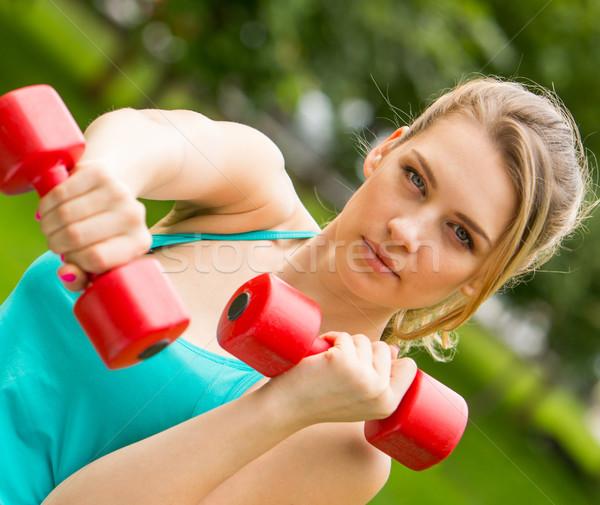 Sportok lány testmozgás súlyzók park fiatal Stock fotó © master1305