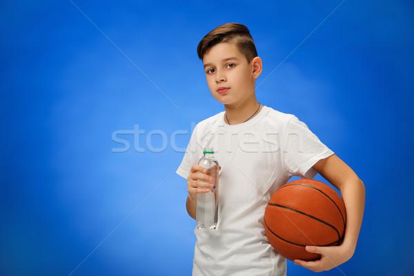 Adorável 11 anos menino criança basquetebol bola Foto stock © master1305
