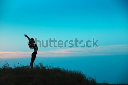 Sziluett fiatal nő gyakorol jóga naplemente sport Stock fotó © master1305
