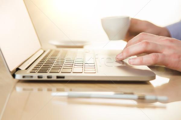 Stockfoto: Hand · toetsenbord · koffie · mannelijke · lage · tafel · pen