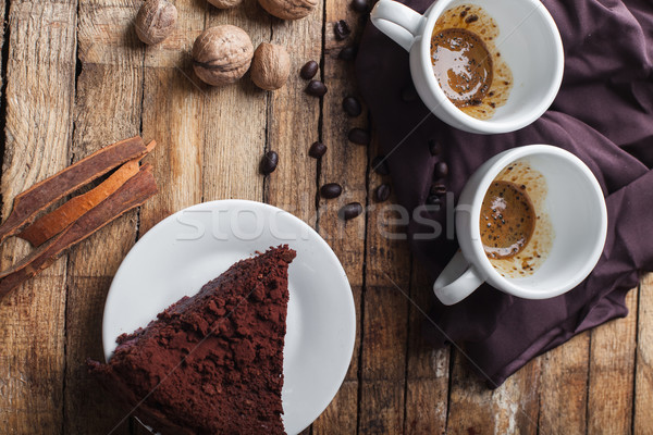 Gâteau au chocolat café cannelle deux table en bois Photo stock © master1305