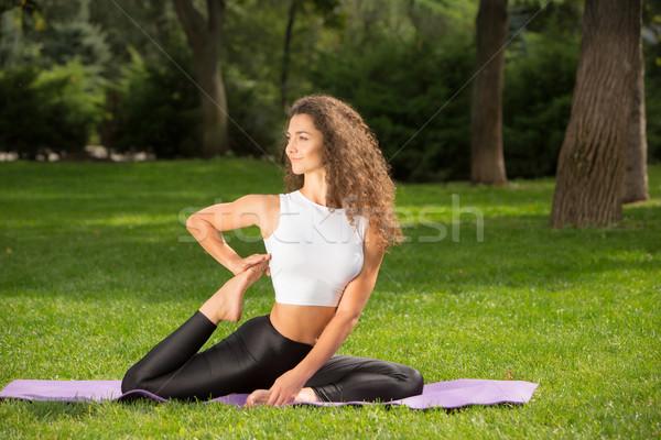 Pretty woman jogi medytacji zewnątrz parku nice Zdjęcia stock © master1305
