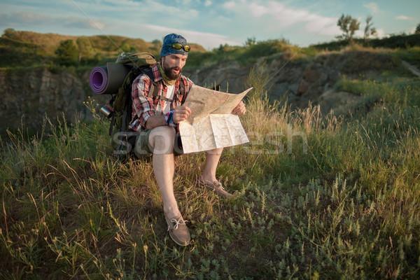 Foto stock: Jovem · caucasiano · homem · mochila · sessão · topo
