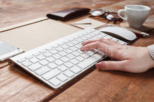 Sympathiek ontwerp hand toetsenbord houten Stockfoto © master1305