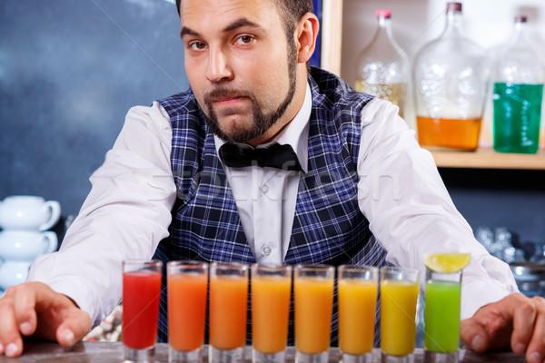 Barman werk cocktails dienst dranken hand Stockfoto © master1305