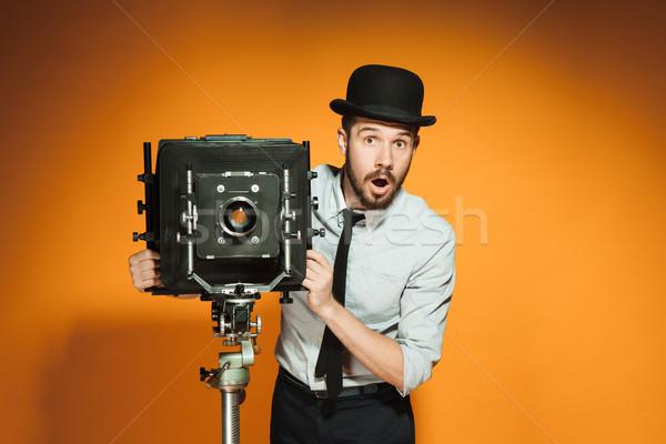 Fiatalember retro kamera fiatal meglepődött férfi Stock fotó © master1305