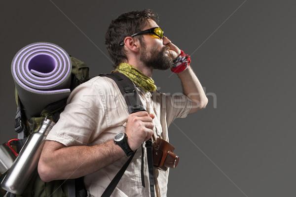 Ritratto maschio turistica zaino fotocamera grigio Foto d'archivio © master1305