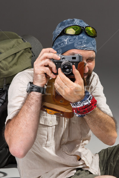 Turista câmera retrato masculino mochila sessão Foto stock © master1305
