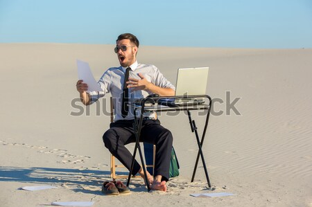 üzletember laptopot használ sivatag dolgozik telefon laptop Stock fotó © master1305