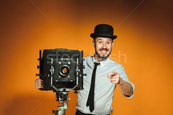 Moço retro câmera jovem sorridente homem Foto stock © master1305