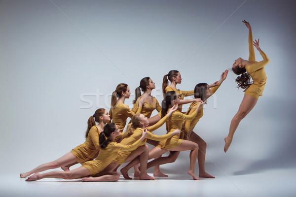Csoport modern balett táncosok tánc szürke Stock fotó © master1305
