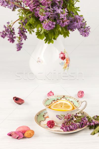 Сток-фото: чай · лимона · букет · сирень · таблице · цветы