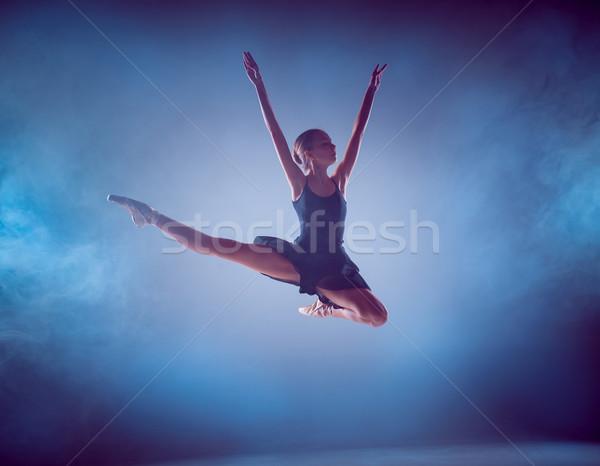 Sylwetka młodych baletnica skoki niebieski baleriny Zdjęcia stock © master1305