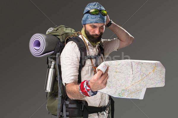 Stockfoto: Portret · mannelijke · toeristische · rugzak · camera · grijs