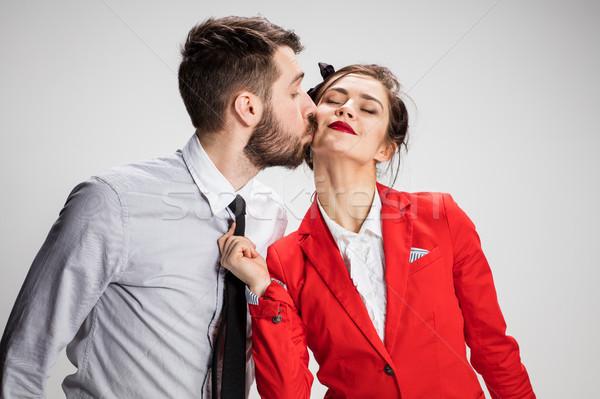 men and women communicate