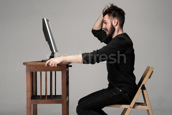 Vicces őrült férfi számítógéphasználat szürke kéz Stock fotó © master1305