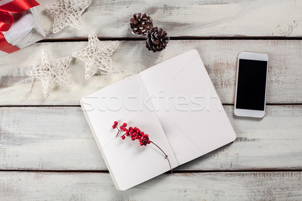 Stockfoto: Open · notebook · houten · tafel · telefoon · christmas · decoraties